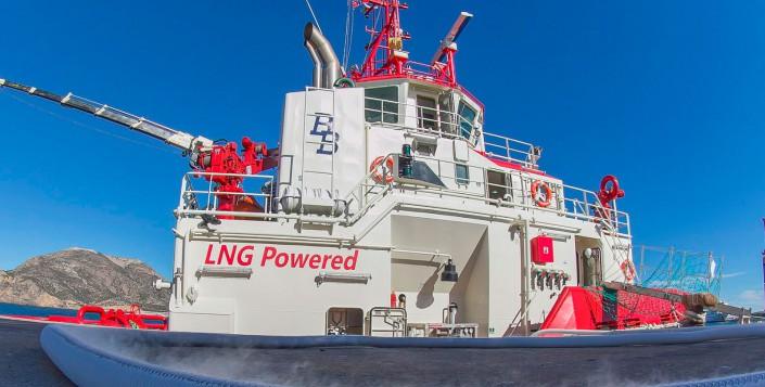 Barco impulsado con GNL